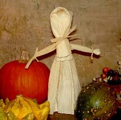 Corn husk doll. Great craft idea for the fall.