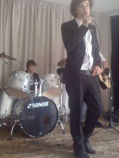 """""""Today (June in 2010 - White Eskimo play a wedding gig (yknow, to prep Harry for the royal wedding eight years later 😭😭)"""" Fetus Harry Styles, Harry Edward Styles, Liam James, James Horan, Holmes Chapel, Mr Style, British Boys, Louis Williams, I Love One Direction"""