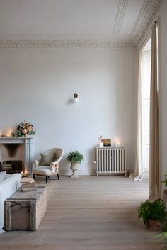 Harmony and design Slow Living, Home Living, Living Spaces, Rue Verte, Simple Living Room Decor, French Table, Moving Furniture, Sofa Covers, Cushion Covers