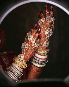 Trending minimal new bridal mehndi design ideas for this wedding season - Lace Glove henna Indian Jewelry Earrings, Indian Jewelry Sets, Indian Wedding Jewelry, Hand Jewelry, Indian Bridal, Bridal Henna, Silver Jewelry, Bridal Bangles, Bridal Rings