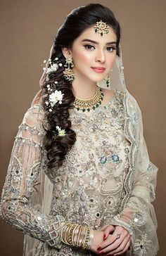 Pakistani Bridal Makeup, Best Bridal Makeup, Pakistani Wedding Outfits, Bridal Outfits, Pakistani Dresses, Bollywood Hairstyles, Hairstyles For Gowns, Wedding Hairstyles, Wedding Dresses For Girls