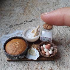 Preparing cake #dollhouseminiatures #miniaturefood #leminidiclaudia