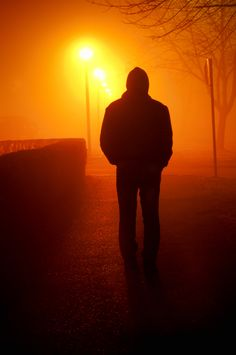 Silhouette - Man taking a walk on a foggy night Alone Photography, Wedding Couple Poses Photography, Photography Poses For Men, Dark Photography, Street Photography, Surrealism Photography, Best Facebook Profile Picture, Profil Facebook, Night Sky Photos
