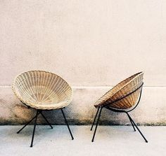 Rattan chair design is made of rattan, a vine-like palm that you can find in the tropical jungles of China, Asia, and Malaysia. The Philippines are one of the biggest sources of rattan. Sofa Rattan, Rattan Furniture, Home Furniture, Furniture Design, Wicker Chairs, Outdoor Chairs, Patio Chairs, Furniture Outlet, Round Wicker Chair