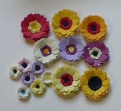 Let's create: Cuttlebug quilling daisy