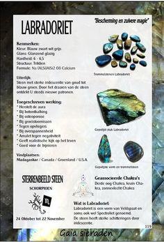 Labradoriet - uitleg en werking edelstenen - Gaia zilveren sieraden Minerals And Gemstones, Crystals Minerals, Rocks And Minerals, Natural Gemstones, Crystal Shop, Crystal Magic, Crystal Healing Stones, Stones And Crystals, Chakra Crystals