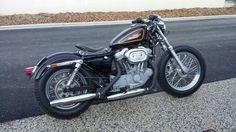Sportster c53 de 1998 de Alexandre Loulier Guidon biltwell, roue avant de 19 pouces, pneus avon mkII, selle sollo … #customculture #sportster #inspiration #harleydavidson #harley #custom #motocycles