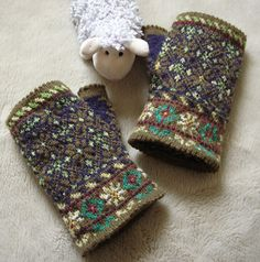 Lace and Lupins: Latvian fingerless Mittens - Graph 17