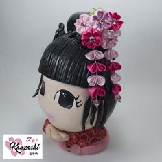 Kanzashi - Flor de cetim p/ cabelo - Modelo Mini Sakura Kanzashi Tutorial, Christmas Ornaments, Nice, Holiday Decor, Japanese Style, Cherry Blossom, Satin Flowers, Handmade Products, Xmas