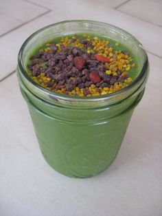 Garden Green Smoothie: organic raw coconut water, mango, banana, tons of garden leafys w/ crunchy superfood toppings! Can be a satisfying breakfast, snack or dessert. Learn how to make the recipe at the next Superfood Detox: http://EdibleGoddess.com/events #superfoods #beauty #elixir #elixircleanse #elixirjuicecleanse #superfoodbeautyelixirs #weightloss #ediblegoddess #raw #organic #vegan #nutrition #superfoodnutrition #health #healthyliving #rawfood #rawfooddiet #rawchocolate #chocolate