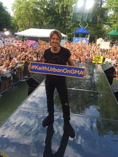 Keith Urban gets Central Park rocking for GMA's Summer Concert Series! #KeithUrbanOnGMA http://abcn.ws/1jIvUOW