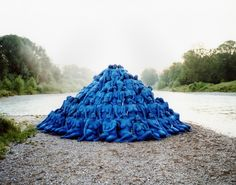 blue;lPhotography by Spencer Tunick.