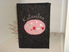 Buchkalender+aus+Wollfilz+bestickt+von+Karoliebe+auf+DaWanda.com