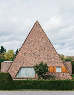 Kevin Faingnaert, Ugly Belgian Houses - Atlas of Places