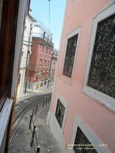 O Ascensor da Glória em Lisboa - faz o curto e íngreme percurso da Praça dos Restauradores até o Jardim São Pedro de Alcântara no Bairro Alto.Foto: Cida Werneck