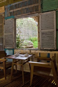 5 Astounding Tips AND Tricks: Rustic Cafe Food rustic lamp hanging lanterns.Dream Rustic Home rustic kitchen apartment.Rustic Headboard With Lights. Rustic Cafe, Rustic Outdoor, Rustic Kitchen, Rustic Farmhouse, Rustic Decor, Outdoor Decor, Rustic Bench, Rustic Logo, Rustic Shelves
