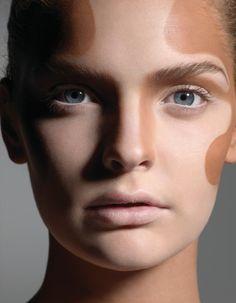 Kim, Naomi, J.Lo sont toutes adeptes du contouring, cette technique de maquillage du teint, qui redessine les volumes du visage grâce à un jeu...