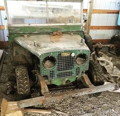 Land Rover Serie 1, Land Rover Car, Land Rovers, Land Rover Defender, Bequia, Cars Land, Range Rover Classic, Abandoned Cars, Defenders
