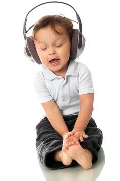 """""""Güzel konuşmak için bir tek yol vardır; dinlemeyi öğrenmek.""""  Christopher Morley - yazar  #iletisim #yonetim #ishayati"""