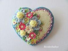 Felt Heart Brooch / Felt Heart Pin van Beedeebabee op Etsy