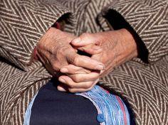 Iberdrola se compromete a no cortar el suministro a jubilados vulnerables