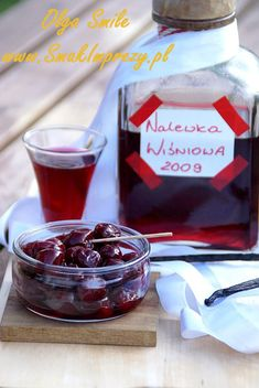 Nalewka wiśniowa - przepis Olgi Smile Sweet Jars, Irish Cream, Good Food, Food And Drink, Pudding, Drinks, Desserts, Recipes, Pantry