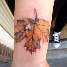 Can you believe the gorgeousness that is this leaf tattoo?