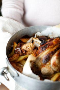 Comfort Food : : STINCO DI MAIALE CON PATATE E MELE ALLA BIRRA » PICI E CASTAGNE http://www.piciecastagne.it/2014/01/20/stinco-di-maiale-con-patate-e-mele-alla-birra/