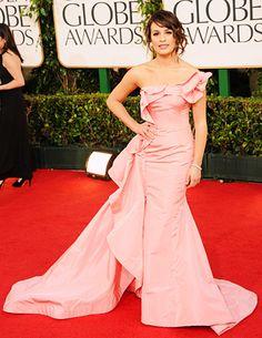Lea Michele at the Golden Globes in Oscar de la Renta. #glee #actress #redcarpet