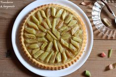 Tarte renversée pommes rhubarbe Apple Pie, Desserts, Food, Bergamot Orange, Raspberries, Tarts, Kitchens, Tailgate Desserts, Meal