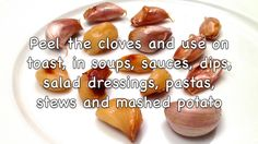 Learn how to make roasted garlic in a minute! Check out '1 Recette 1 Minute' to see more recipes and cooking techniques. Music: Courtesy of Audio Network.