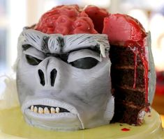 The Monkey Brain Cake is a doomed dessert. The primate confection is a multi-layered cake topped with a Jello brain and raspberry sauce to create a bloody delicious flesh. Made by Bubble and Sweet, the cake serves as a perfect tribute to the Indiana Jones Halloween Desserts, Postres Halloween, Halloween Goodies, Halloween Cakes, Halloween Treats, Halloween Party, Happy Halloween, Halloween 2015, Halloween Projects