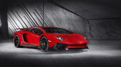 Aventador LP 750-4 Superveloce*: SV. Die Essenz desAventador. Der Superveloce wurde als Lamborghini mit der sportlichsten DNA entwickelt, dank eines verbesserten V12-Saugmotors, technischen Lösungen, die auf extremste Leichtigkeit ausgerichtet sind, und einer Reihe an innovativen Technologien wie die magnetorheologische Push-Rod-Aufhängung und das Lamborghini Dynamic Steering.