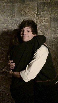 Hugs from Louis ❥