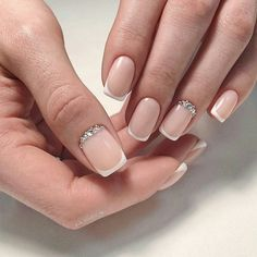 False nails have the advantage of offering a manicure worthy of the most advanced backstage and to hold longer than a simple nail polish. The problem is how to remove them without damaging your nails. French Nails, French Manicure With A Twist, Wedding Manicure, Wedding Nails Design, Manicure And Pedicure, Cute Nails, Pretty Nails, Hair And Nails, My Nails