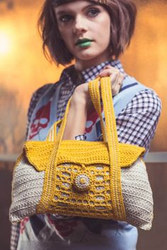 This crochet purse is so cute. A fun way to add a bit of color. Network Purse