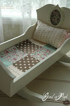 must make this beautiful white doll cradle! Funky Furniture, Doll Furniture, Kids Furniture, Painted Furniture, Baby Doll Crib, Baby Dolls, Baby Cradle Wooden, Reclaimed Wood Projects, Doll Beds