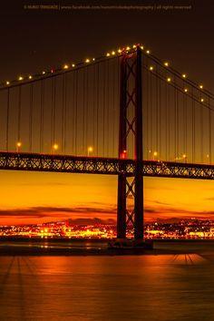 Pôr do sol na Ponte sobre o Tejo / Sunset at the Bridge over Tagus river © Nuno Trindade