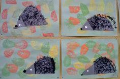 Teimme syksyllä eskareiden ja ykkösten kanssa painantatyönä siilejä. Eskarit tekivät painantatyön paperille ja ekaluokkalaiset kankaalle. ...