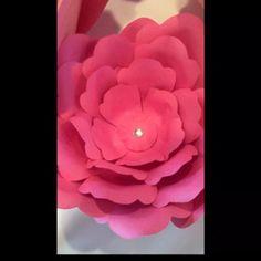 Happy Friday!! Enjoy a mini video on my new work! #beautiful #flower #paper #wedding #birthday #love #artsandcraft #melformakeup #makeupfanatic1 #lillyghalichi #luxuryfashionlove #morphebrushes #norvina #blendthatshit #picoftheday #wakeupandmakeup #anastasiabeverlyhills #vegas_nay #slave2beauty #ghalichiglam #mayamiamakeup #dollhousedubai #hudabeauty #makeupbyanna #motd  #maquiagemx #instamakeup #motivescosmetics #likeforlike  #doseofcolors via @angela4design by designbybella
