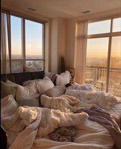 Room Ideas Bedroom, Bedroom Inspo, Bedroom Decor, Comfy Bedroom, Bedroom Bed, Decor Room, Dream Rooms, Dream Bedroom, Aesthetic Room Decor