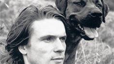 Herr und Hund. Mit Feldmann, den er aus einem Tierheim geholt hatte, wanderte Michael Holzach ohne Geld durch Deutschland. Foto: Freda Heyden