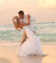 So pretty! The dress, background colors, ocean, everything!
