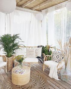 Boho terrace patio backyard bohemian decor Beach Home Decor Porch Decorating, Decorating Ideas, Bohemian Decorating, Decor Ideas, Room Ideas, Small Patio, Backyard Patio, Patio Swing, Diy Patio