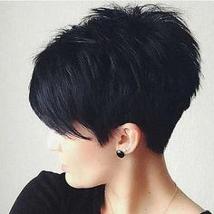 frisuren Classic short pixie hairstyles women should try this year - Page 21 of 32 - HAIRSTYLE ZONE Short Hairstyles For Thick Hair, Haircut For Thick Hair, Short Pixie Haircuts, Short Hair Cuts For Women, Short Hair Styles, Wavy Hair, Asian Hairstyles, Popular Short Hairstyles, Long Haircuts