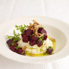 Rote Beete Salat auf Selleriepürre v. Frank Rosin.  Ein schönes vegetarisches Gericht. Allerdings habe ich die Gesamtbuttermenge halbiert, dann ist es nicht nur …