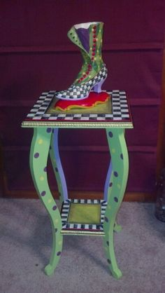 Such a fun end table!