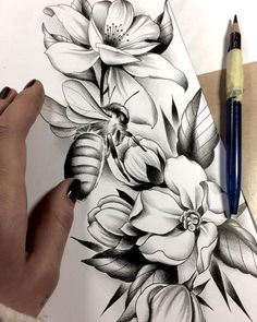 Sausage fingers are better than finger sausage … - Top 99 Pencil Drawings Pfau Tattoo, Tattoo Femeninos, Tattoo Fleur, Rose Tattoos, Flower Tattoos, Body Art Tattoos, Sleeve Tattoos, Pencil Drawings Of Flowers, Pencil Art Drawings