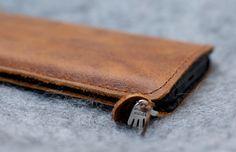 HTC One Leather Sleeve / Case Rum Diary par filzstueck sur Etsy, $55.00