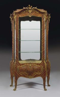 A FRENCH ORMOLU-MOUNTED KINGWOOD, SATINE AND BOIS DE BOUT MARQUETRY VITRINE -  CIRCA 1900